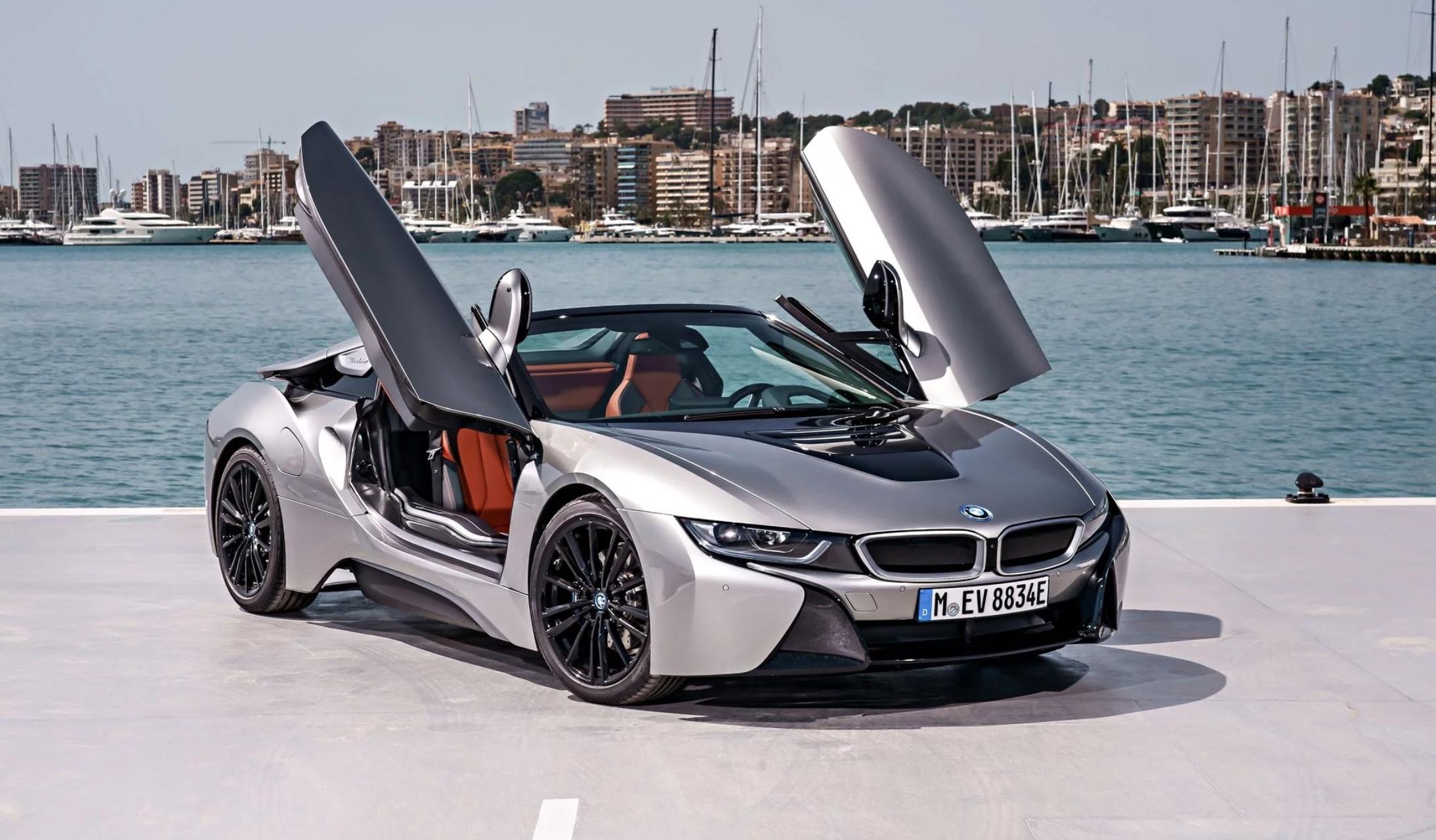 Xe BMW i8 2020