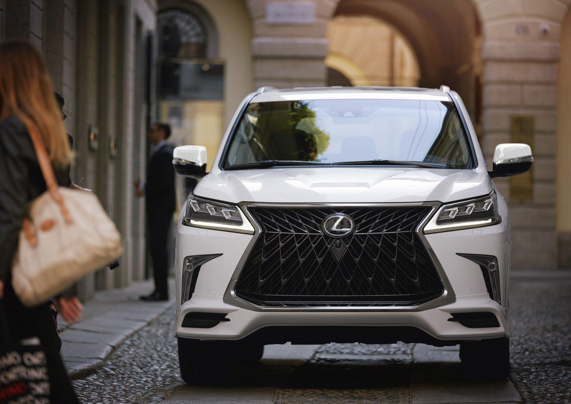 Xe Lexus LX570 2020