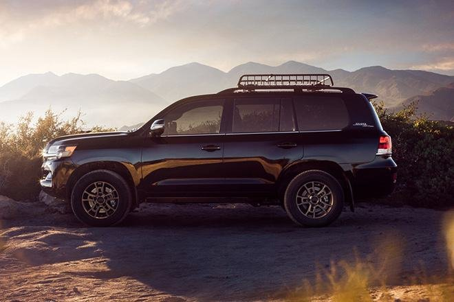 Than-xe-Toyota-Land-Cruiser-Heritage-Edition-2021-trinh-lang-muaxegiatot-vn