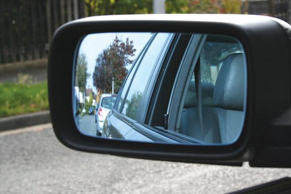 Những kinh nghiệm lái xe cho tài mới - tập nhìn gương