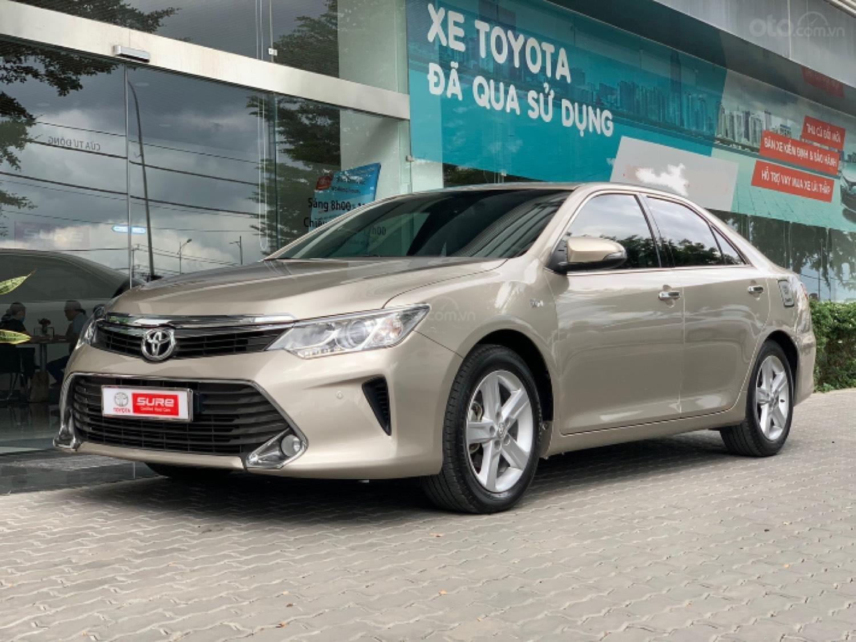 Cần bán Toyota Camry 2.5Q 2015 trùm mền