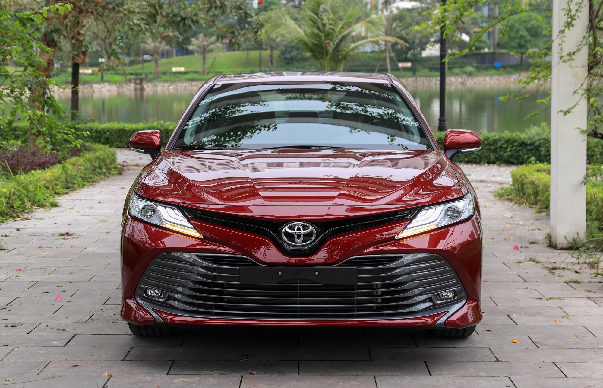 Mẹo lái xe Toyota Camry tiết kiệm xăng
